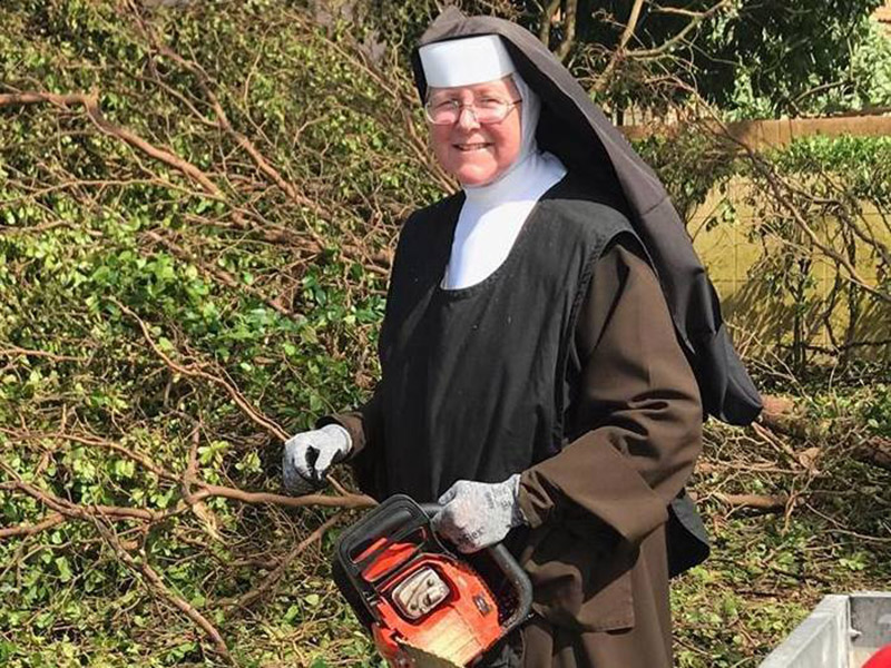thumb CHAINSAW WIELDING NUN 1
