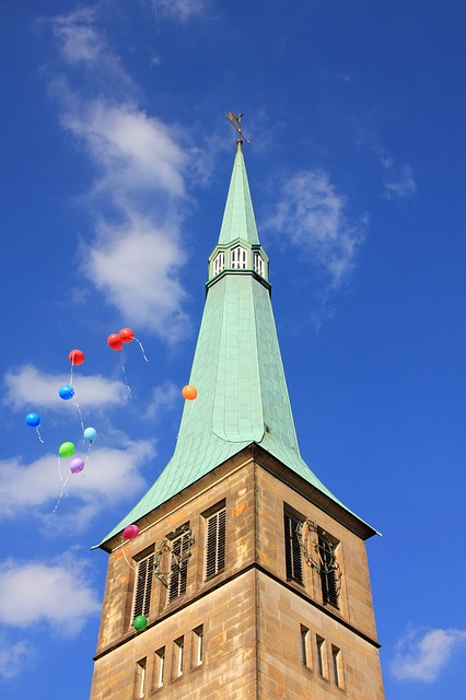 Pixabay steeple with balloons 199086 640